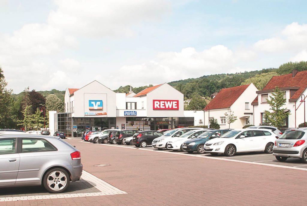 Einkaufszentrum mit Rewe-Markt im Saarland, Verkauf 2016 an institutionellen Investor